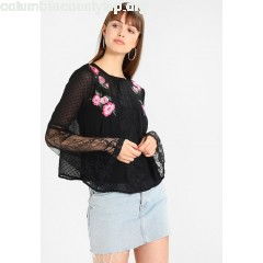 Miss Selfridge EMBROIDERED DOBBY FLUTE SLEEVE BLOUSE Blouse black RINGVotm