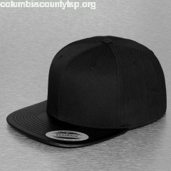 Snapback Cap Leather in black MBR2nO5X